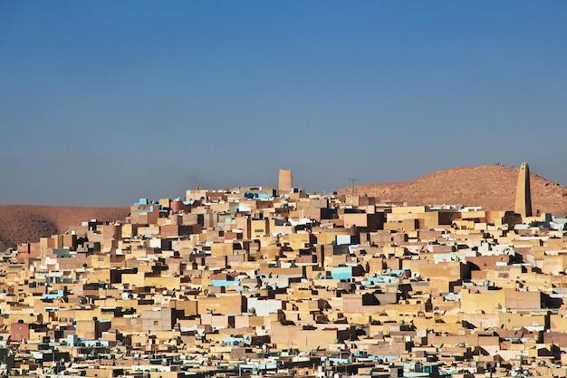 A vista da cidade de ghardaia no deserto do saara, argélia