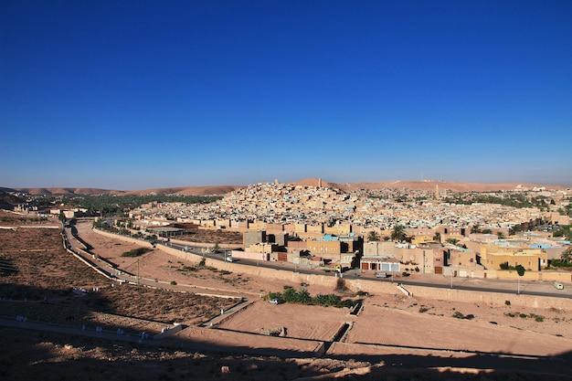 A vista da cidade de ghardaia no deserto do saara