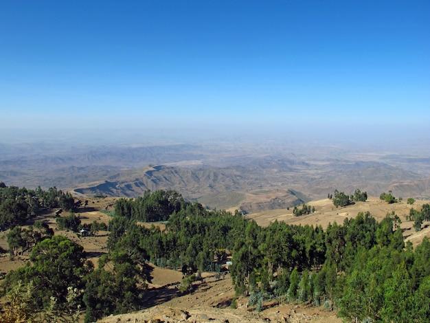 A vista na cidade de lalibela, etiópia