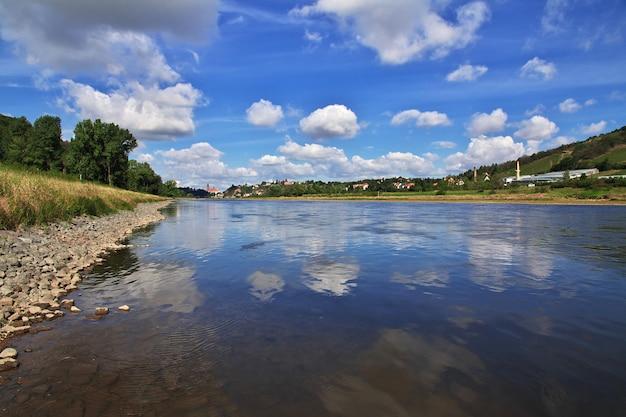 A vista no vale do rio elba, na saxônia, alemanha