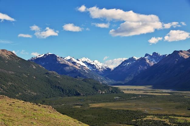 A vista panorâmica de fitz roy perto de el chalten na patagônia, argentina