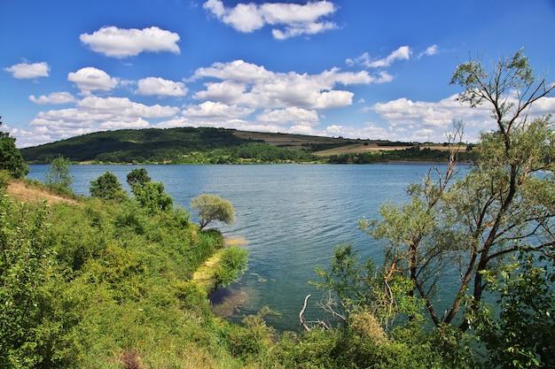 A vista sobre o lago na bulgária