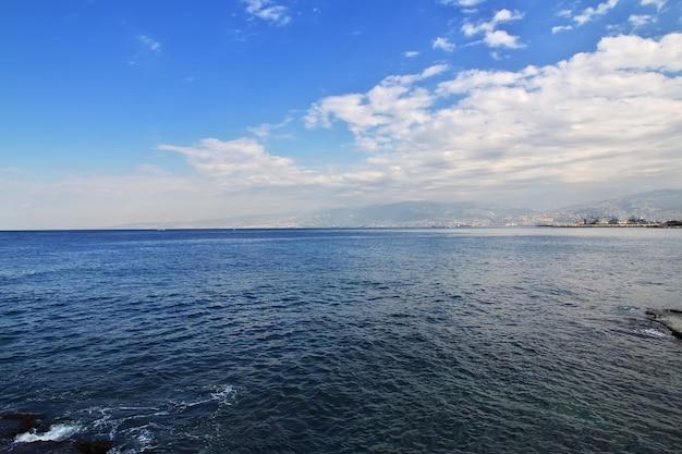 A vista sobre o mar mediterrâneo em beirute do líbano