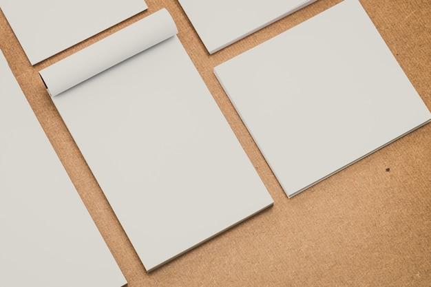 A4 branco conjunto madeira fundo