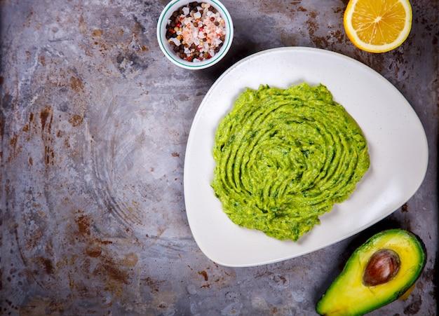 Abacate, vegetal. guacamole é um sauc mexicano tradicional
