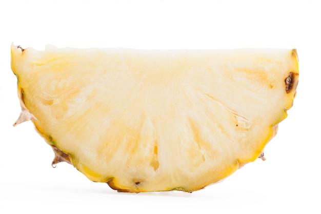 Abacaxi da fatia isolado no trajeto de grampeamento branco de background.with