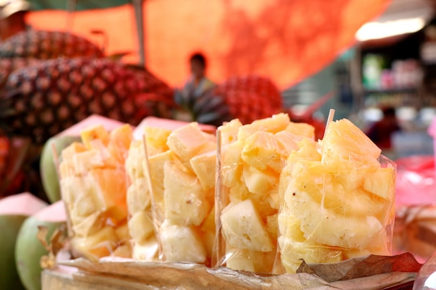 Abacaxi na comida de rua
