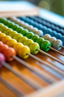 Ábaco colorido para a educação