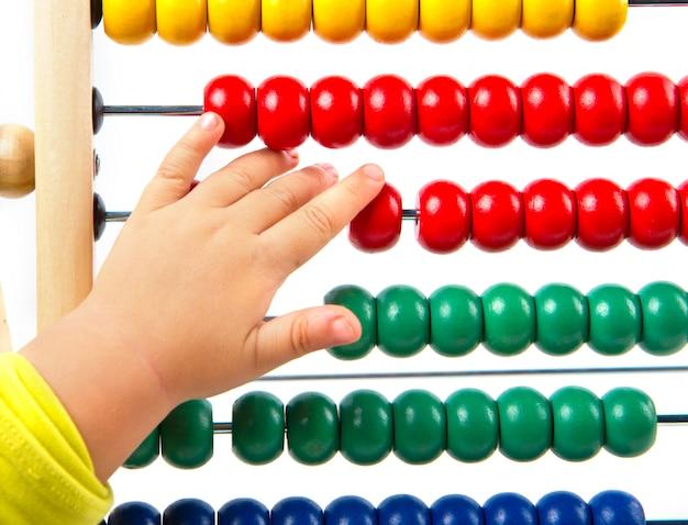 Ábaco de brinquedo colorido para aprender a contar