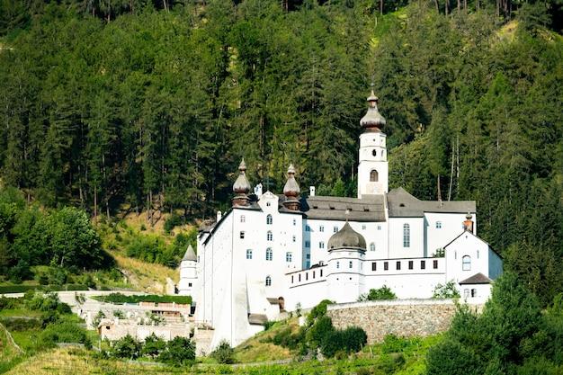 Abadia de marienberg em burgeis - tirol do sul, itália