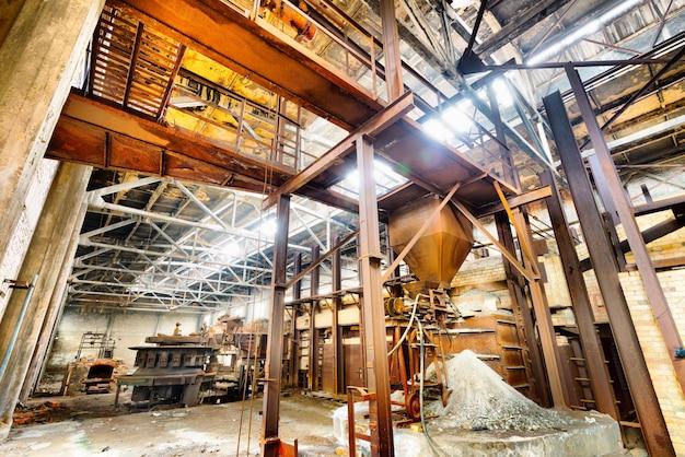 Abandonado por muitos anos de fábrica