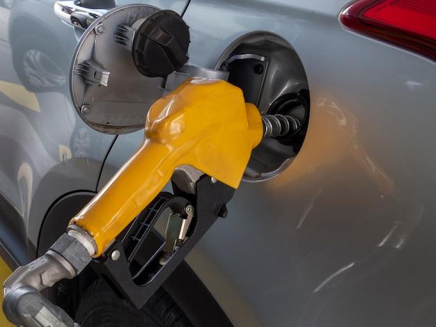 Abastecimento de veículos com etanol ou gasolina