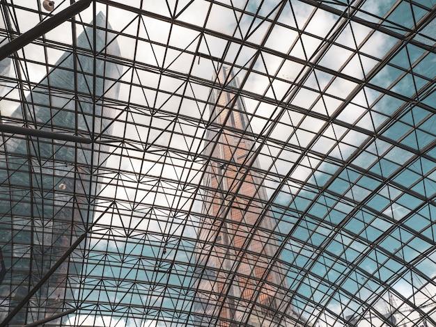 Abóbada de vidro, cúpula. projeto de engenharia do telhado de vidro.
