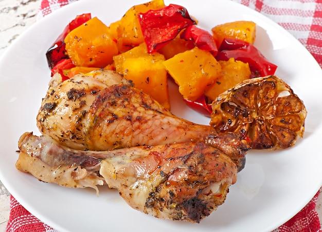 Abóbora assada com frango e páprica