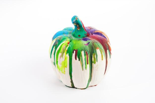 Abóbora colorida sobre fundo branco. fundo de arte para a colheita de ação de graças de halloween.