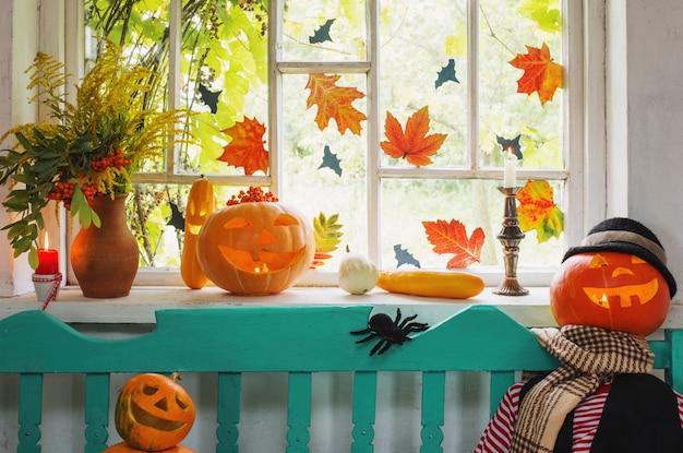 Abóbora de halloween e decoração interior