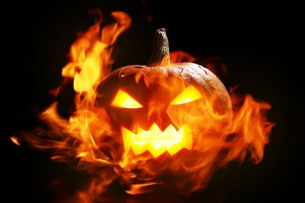 Abóbora de halloween em fogo