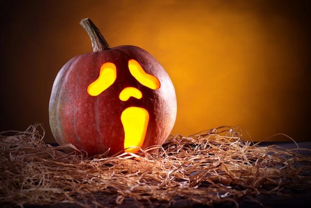 Abóbora de halloween em forma de máscara de grito