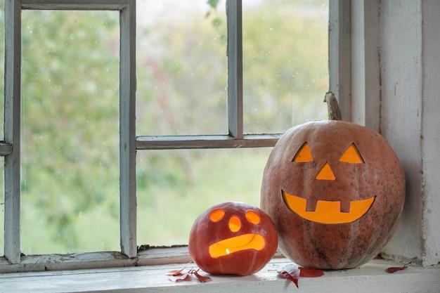 Abóbora de halloween na janela