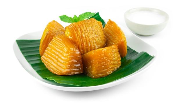 Abóbora em calda servida com leite de coco e sobremesa tailandesa deliciosa vista lateral