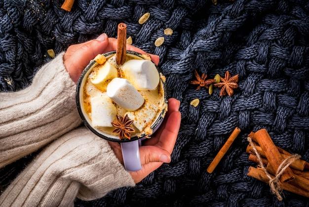 Abóbora picante quente e café com leite branco