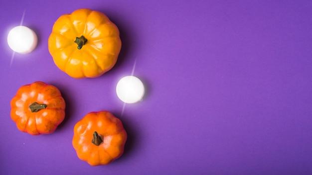 Abóboras de halloween e velas