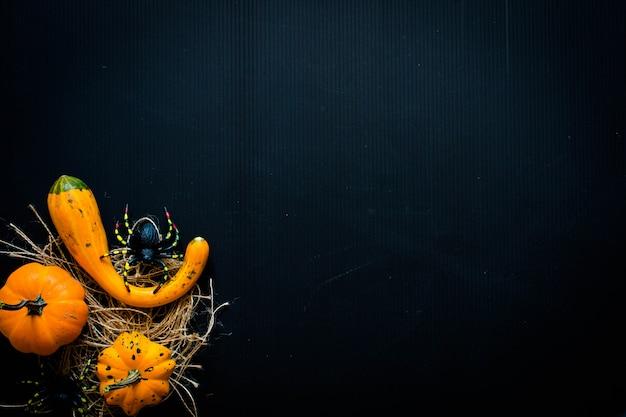 Abóboras de halloween, na superfície de madeira