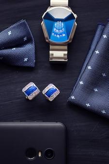 Abotoaduras masculinas de luxo - acessórios para smoking no fundo preto