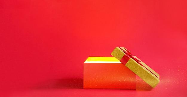 Abra a caixa de presente vermelha com um laço