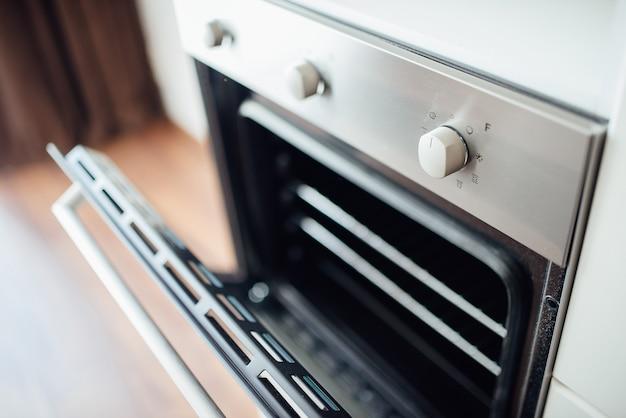 Abra a porta do forno
