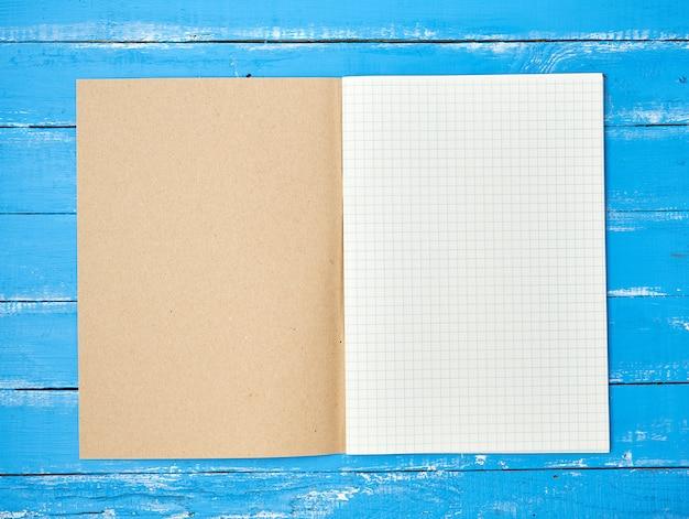 Abra o caderno escolar verificado