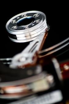Abra o disco rígido em um fundo preto