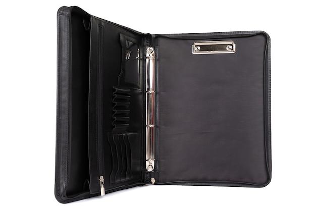 Abra o portfólio de couro preto para documentos.