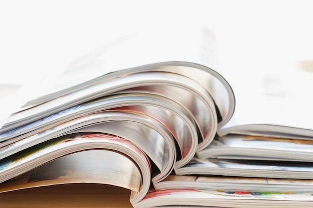 Abra várias revistas de revistas abertas.