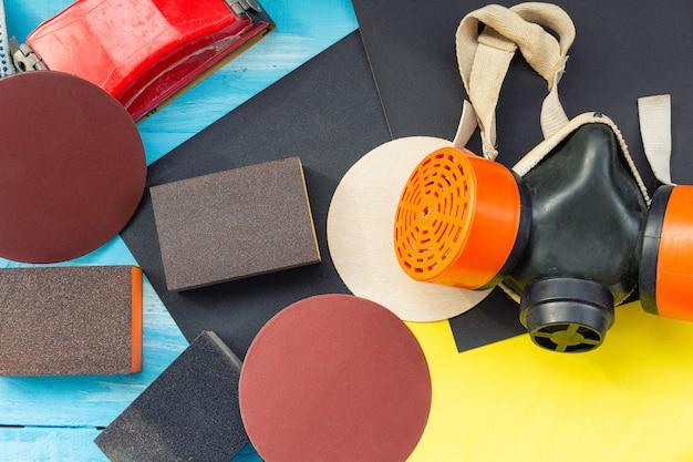 Abrasivos, papel sem lixa e esponjas de lixar e respirador de lixa