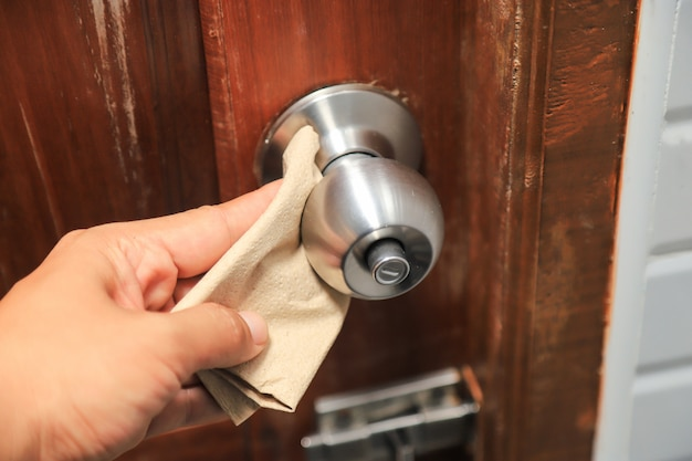 Abridor de porta de limpeza de mãos em casa antes de usar na vida diária