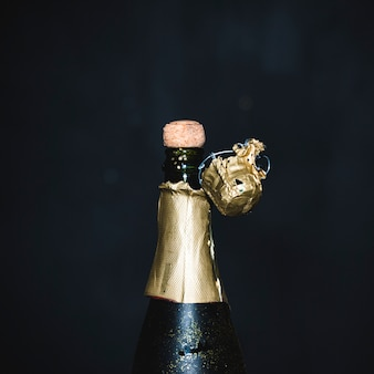 Abrindo garrafa de champanhe
