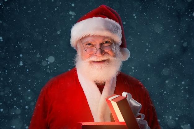 Abrindo o presente de natal