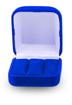 Abriu a caixa de joias azul para colocar um brinco de anel ou outras coisas de valor nela, uma imagem isolada no branco