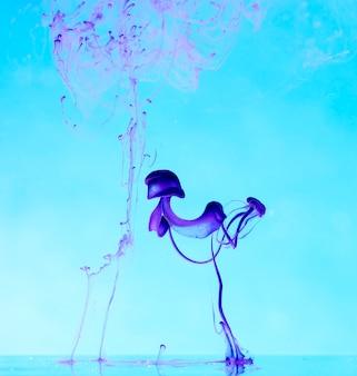 Abstração, gotas de tinta na água