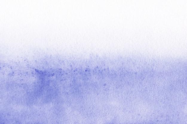 Abstrato aquarela, textura pintada à mão, manchas de tinta azul.