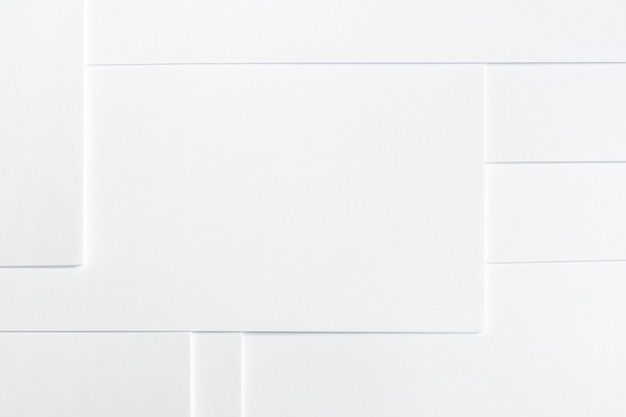 Abstrato base minimalista branco de folhas de papel limpo, dispostas ordenadamente em padrão geométrico.