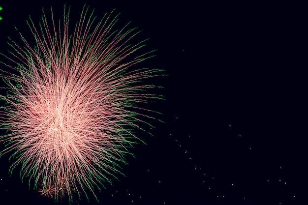 Abstrato colorido fogo de artifício fundo com espaço livre para texto