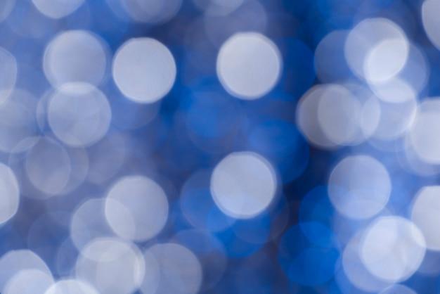 Abstrato com círculos brancos e azuis em bokeh