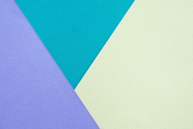 Abstrato e textura. três folhas de papel lilás multicolorido, turquesa e amarelo claro.