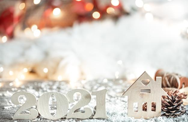 Abstrato festivo de natal com número de madeira 2021 close-up e detalhes de decoração.