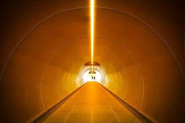 Abstrato. perspectiva de túnel de construção.