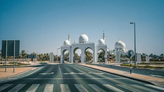 Abu dhabi, ruas vazias no centro da cidade.