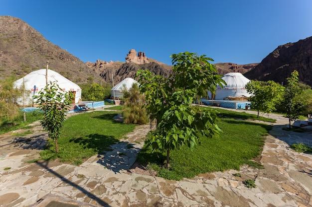Acampamento ecológico charyn canyon, fique em yurts, viaje para o cazaquistão, yurt é a residência nacional dos nômades