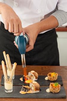 Ação do chef na cozinha